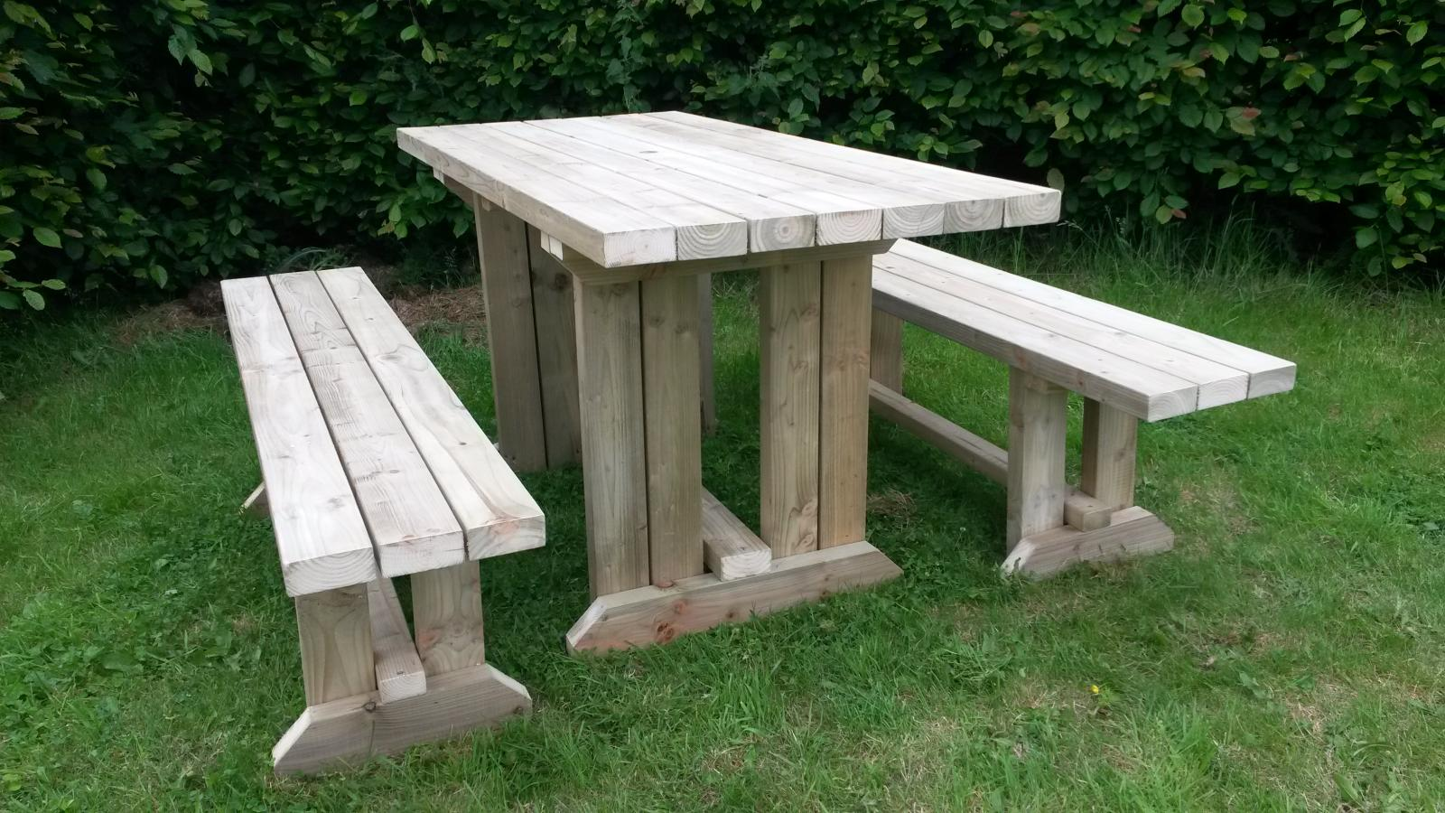 Garden Walk Dining: Wooden Pub Garden Hot Tub Kitchen Dining Table Walk In