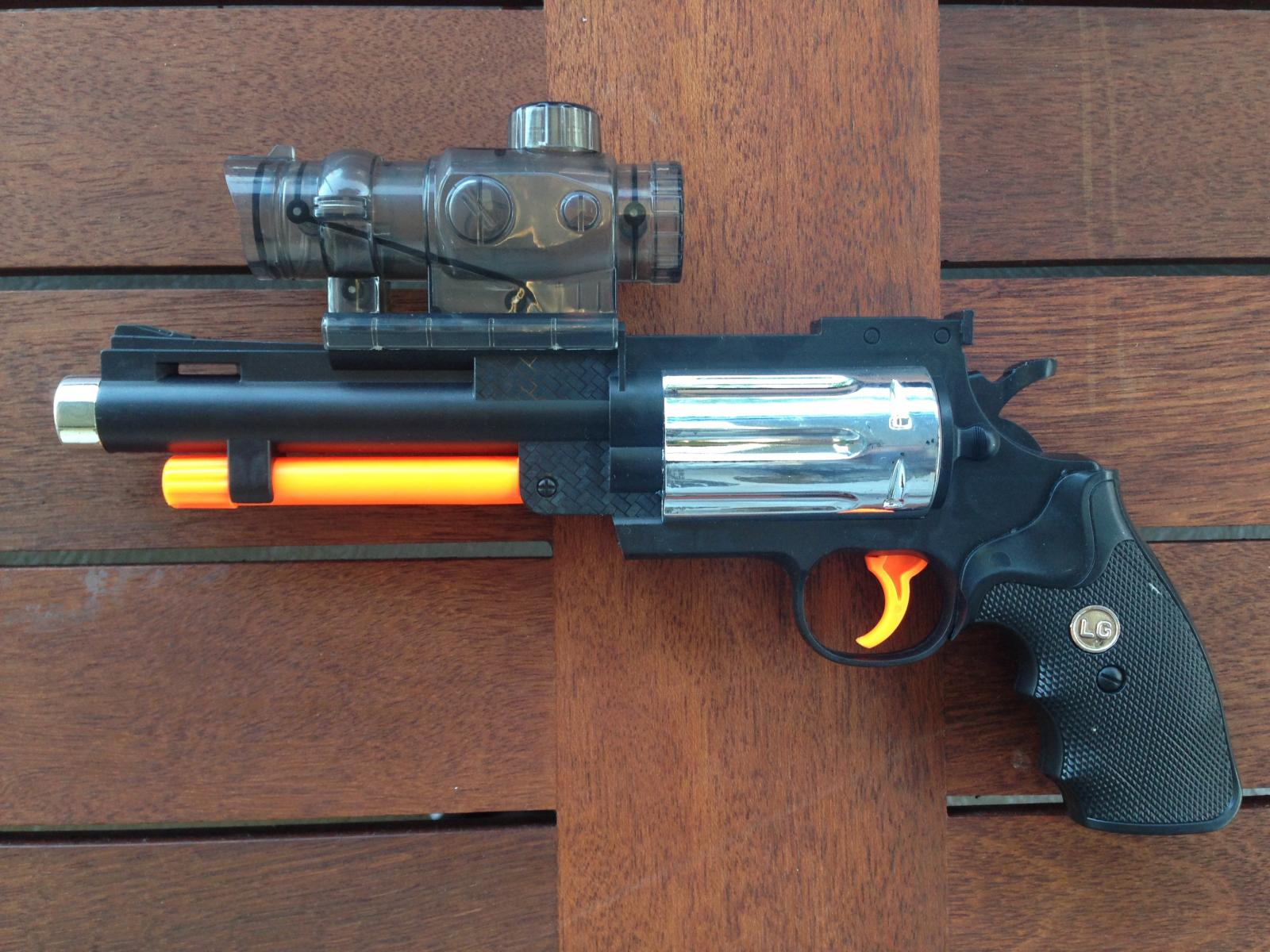 Realistic dart guns : Phone charger case for iphone 5