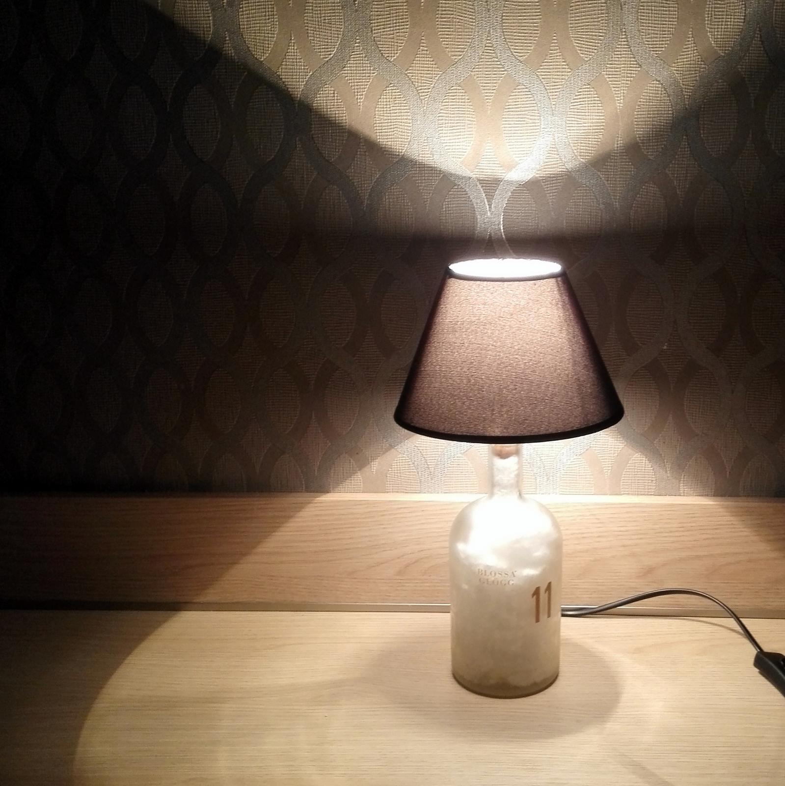 tischlampe aus blossa gl gg flasche mit lampenschirm. Black Bedroom Furniture Sets. Home Design Ideas